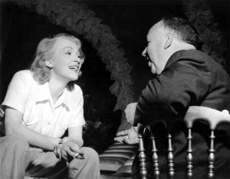 Marlene Dietrich sur le tournage du film Le Grand Alibi