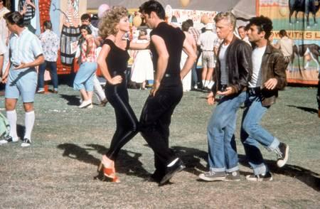 Olivia Newton et John Travolta dans Grease