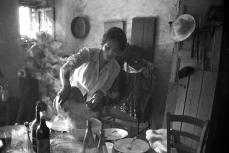 Sophia Loren preparing pasta 1960 i