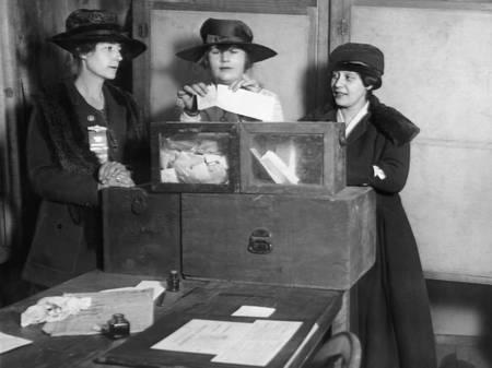 Trois suffragettes