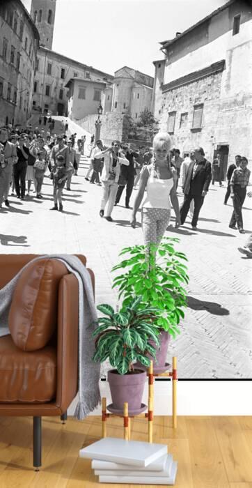 Brigitte Bardot strolling in Spoleto