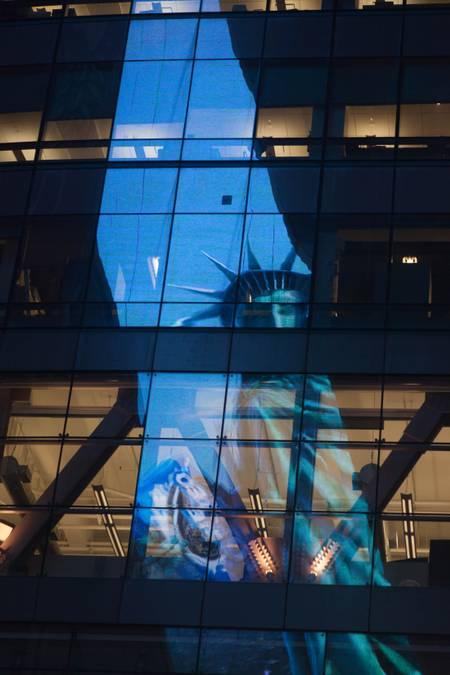 La reflexión de la Estatua de la Libertad