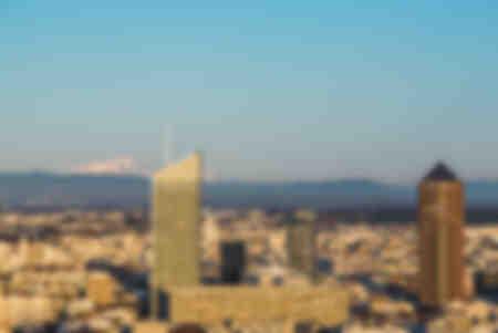 Blick auf Lyon und Mont Blanc bei Tag
