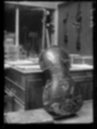 Un violoncelle du luthier italien Antonio Stradivar