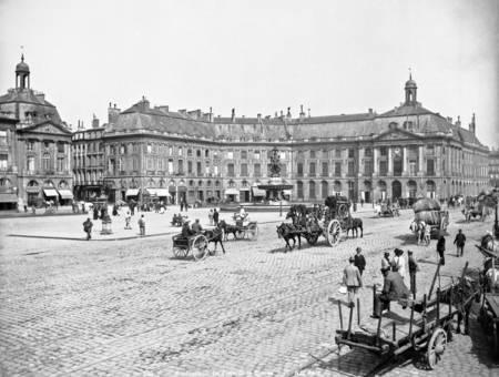 Bordeaux - La place de la Bourse en 1890