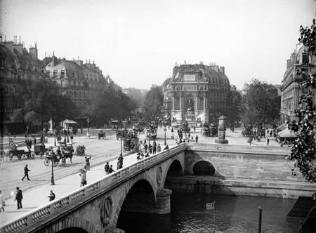 Le pont et la place Saint-Michel