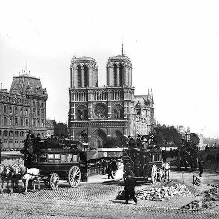 Notre-Dame de Paris et les quais de la Seine