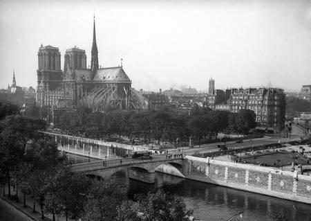 Notre-Dame de Paris vers 1920