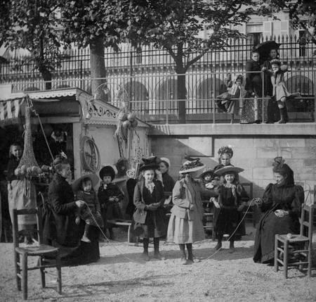 Paris - Enfants sautant à la corde