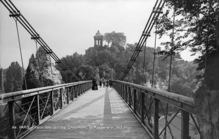 Paris - Footbridge of Buttes-Chaumont Park