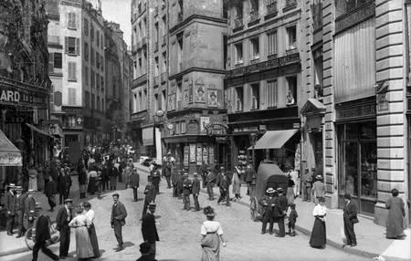 Petit Carreaux Street