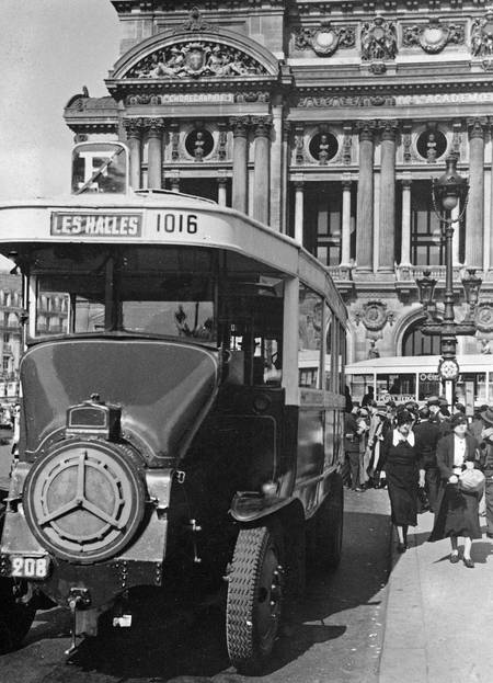 A bus from the Opera House in Paris