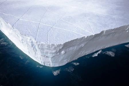 Iceberg tabulaire à la dérive