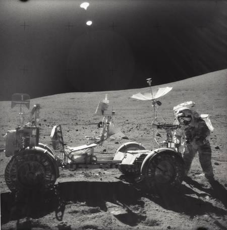 Sur la surface lunaire