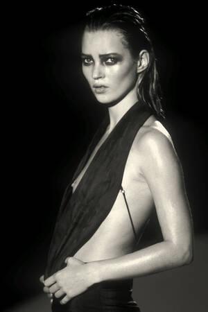 Kate Moss - Regard sombre