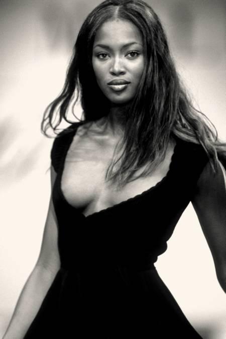 Naomi Campbell - Svart klänning