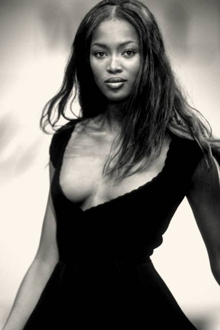 Naomi Campbell Schwarzes Kleid