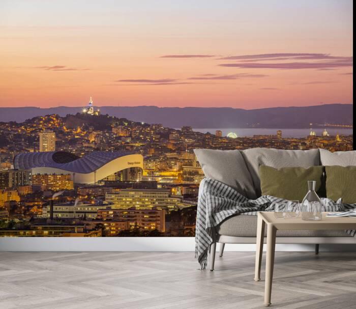 Marseille bei Einbruch der Dunkelheit