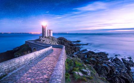 Le phare du petit minou sous les étoiles