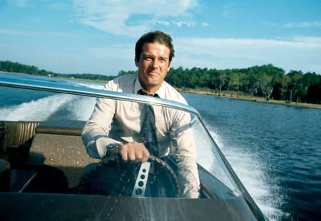 Roger Moore en tournage