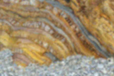 Polychrome quartzites