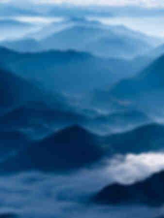 Farbverlauf blau - die Alpen