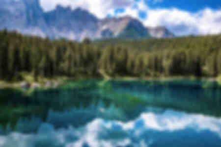 Riflessioni sul Lago di Carezza in Italia