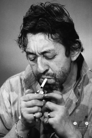 Serge Gainsbourg a la cigarette