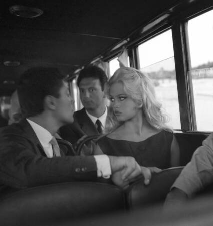 Sacha Distel y Brigitte Bardot en la Mostra de Venecia
