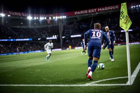 Corner - Neymar Jr et Mbappé