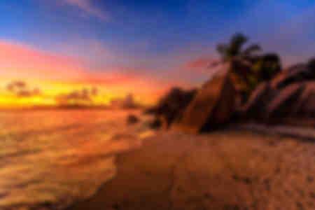 Anse Source d'Argent Beach al atardecer en Seychelles