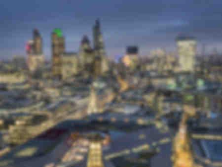 Crepuscolo del paesaggio urbano della città