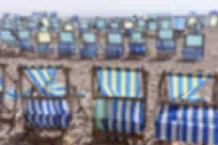 Transats sur la plage de Beer en Angleterre