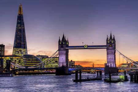 Shard con la puesta de sol del Tower Bridge