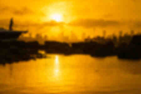 Yacht mit Blick auf den Sonnenuntergang in Sydney