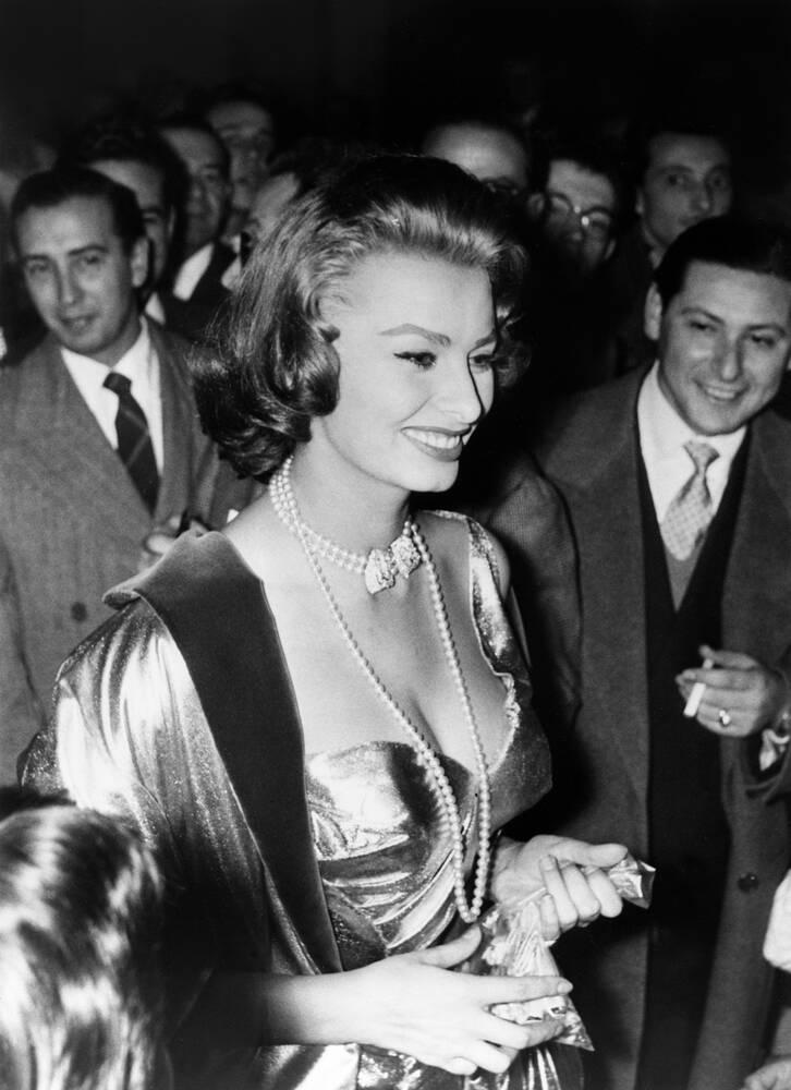 Sophia Loren 1955 Photographic Print For Sale