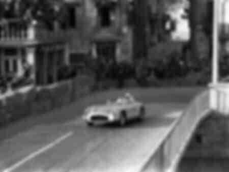 Fangio über Mercedes in der Mille Miglia