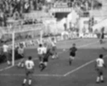 Sandro Mazzola esulta dopo il gol