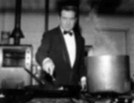 Ugo Tognazzi prépare les pâtes
