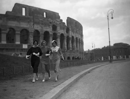 Elegant Roman ladies in front of the coliseum