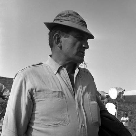 Lino Ventura on the set of one hundred thousand dollars in the sun