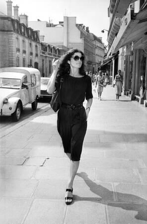 Jackie Kennedy spaziert in Paris