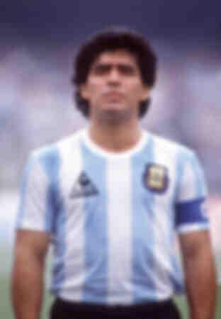 Diego Maradona speelt voor Argentinië in 1986