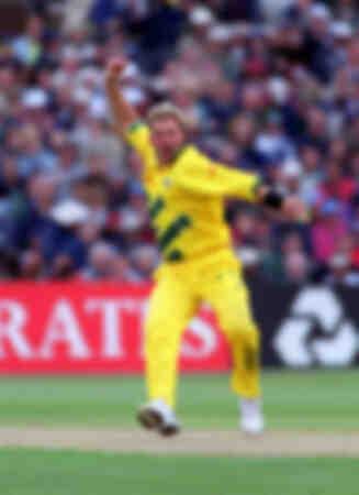 Shane Warne joue pour l'Australie