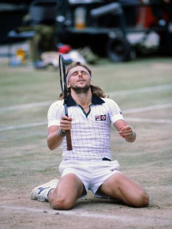 Bjorn Borg tombe à genoux après avoir battu John McEnroe