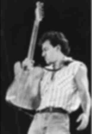 Bruce Springsteen die op het podium optreedt