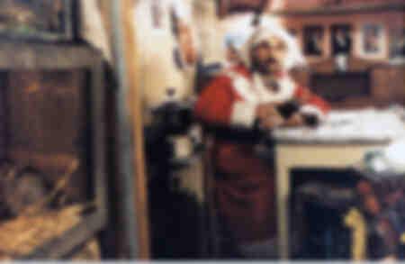 Felix als Weihnachtsmann verkleidet