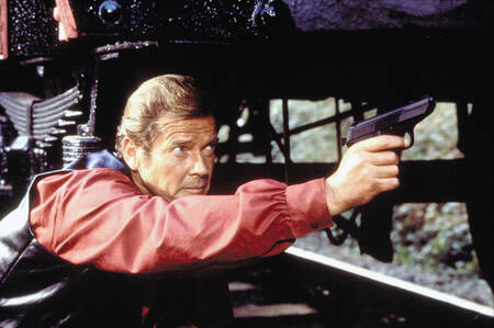 Roger Moore - Filming of the movie Octopussy - 1983