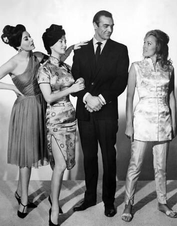 Sean Connery - Zena Marshall - Ursula Andress