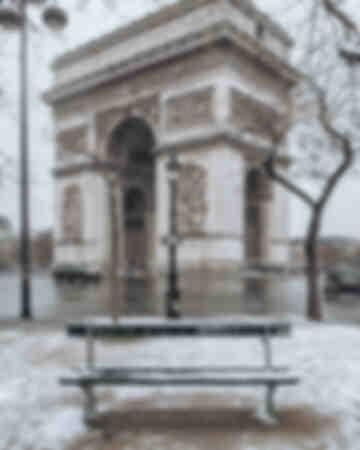 Paris - Arc de Triomphe under the snow